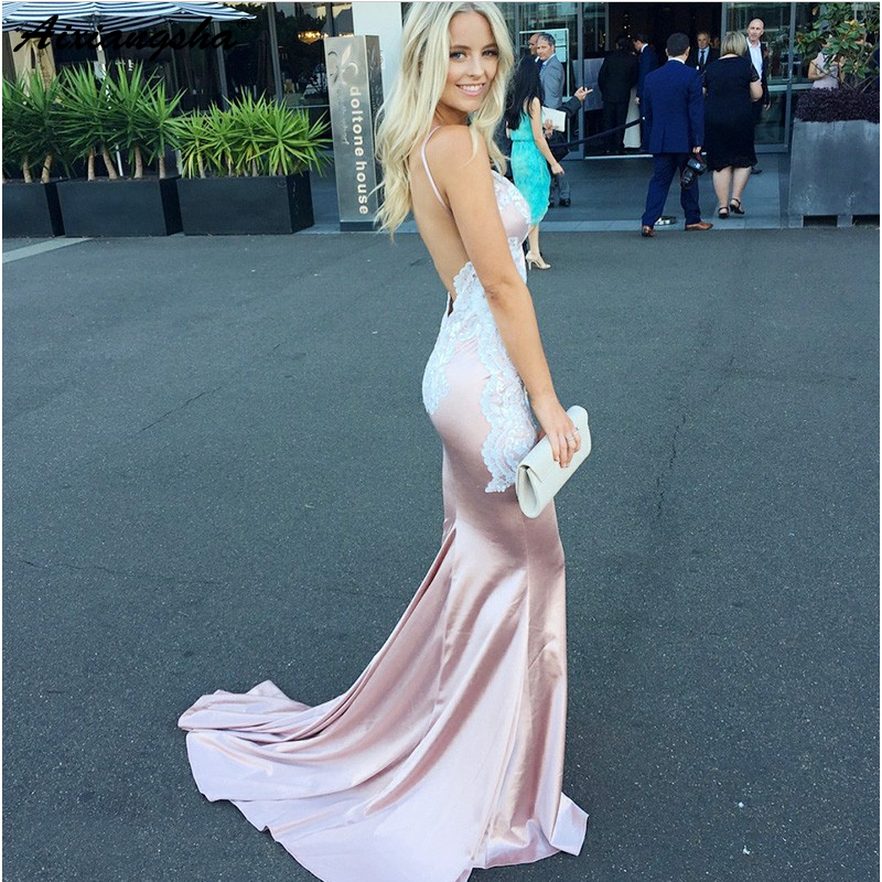 Beautiful Lace Appliques Backless V Neck Spaghetti Straps Champagne Formal Evening Gowns Satin Mermaid Prom Dress 2019