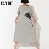 [EAM] 2018 nova Coreano moda impresso grande tamanho mulheres soltas de algodão em torno do pescoço manga curta vestido cinza atacado 89252