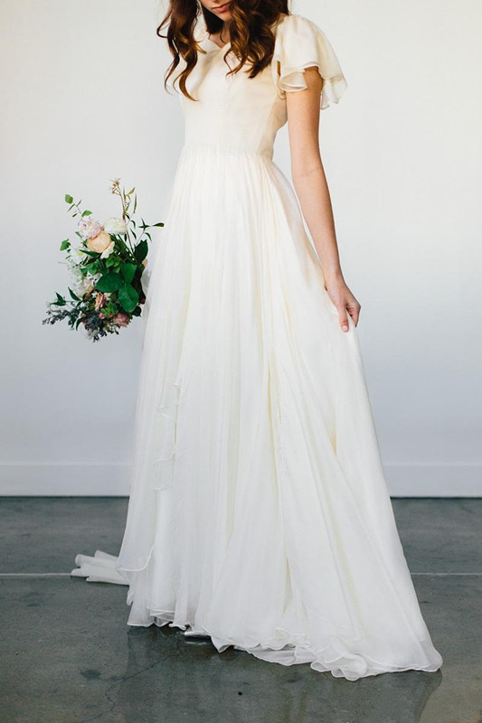 Flowy Chiffon Modest Wedding Dresses 2019 Beach Short Sleeves Beaded Belt Temple Bridal Gowns Queen Anne Neck Informal Reception