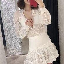 Damen Weiß Shirts Designer Hohe Qualität Frauen Spitze Patchwork  Transparent Sexy Blusen 2018 83a011c198