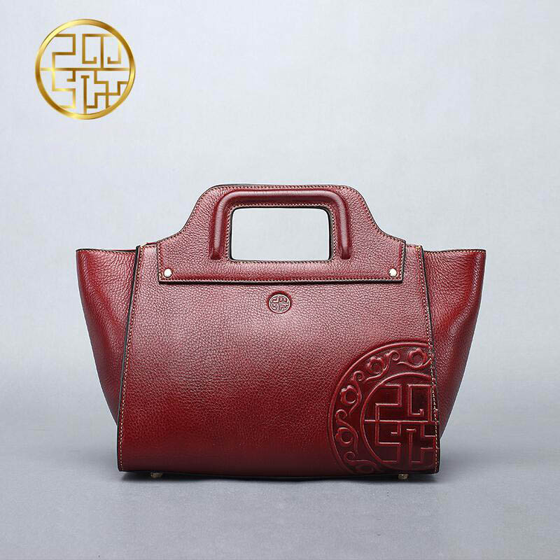 Genuine Leather women bag  Pmsix New China wind embossed leather handbag Fashion retro Messenger bag Wings bag genuine leather cowskin women bag pmsix chinese style fashion casual shoulder bag embossed handbag retro bags p110036