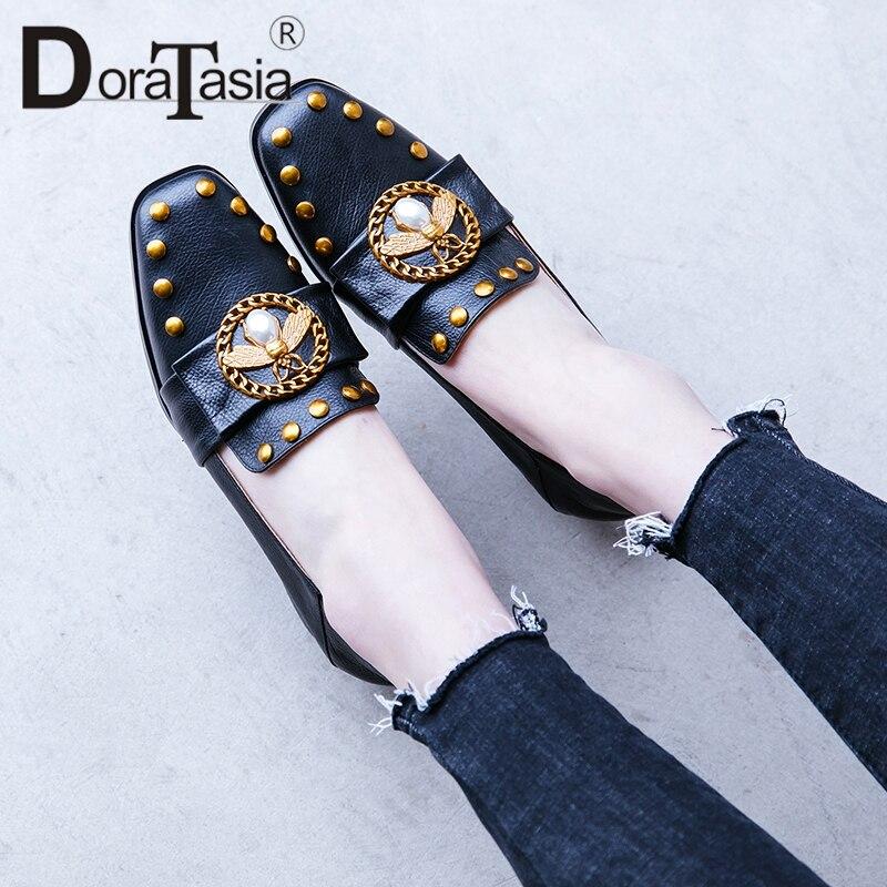 DoraTasia 2019 nuevo 33 40 cuero de vaca genuino mujer bombas remache decoración deslizamiento en los tacones de 3 cm de lujo zapatos de mujer-in Zapatos de tacón de mujer from zapatos    1