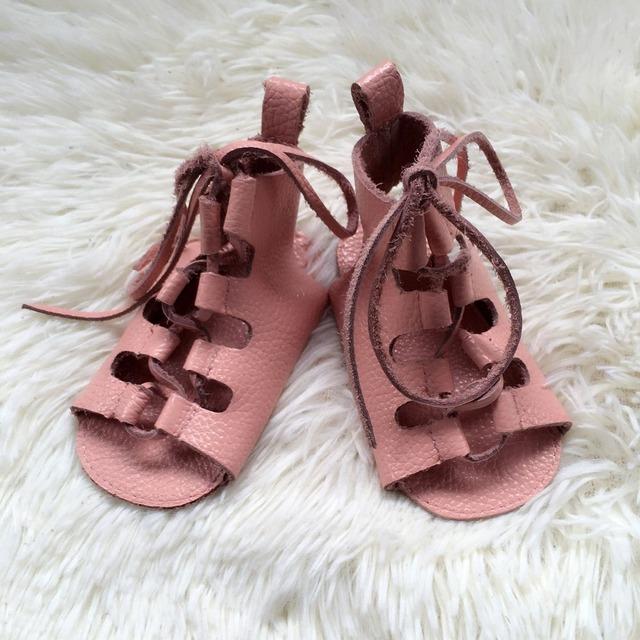 50 pcs verão barefoot bebê sandálias de couro genuíno princesa suave sole lace up gladiador sandálias das meninas do bebê sapatas dos miúdos por atacado