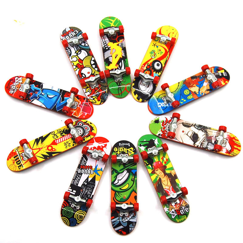 10pcs/set Baby Children toys Finger Skateboard Fingerboard boy girl toy Finger Scooter Skate Board Creative fingertip alloy L083