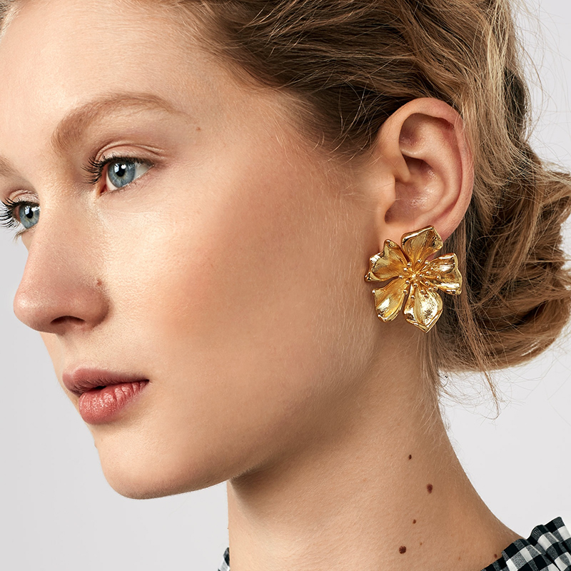 Dvacaman Big Gold Color Metal Flower Stud Earrings for Women Trendy Champagne Crystal Statement Earrings Pendients Jewelry AC53 gold big circle geometric statement stud earrings