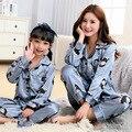 Correspondência da família Pijama Para Meninas Combinando Mãe Filha Conjunto de Pijama de Seda Impressão Mulheres Primavera Sleepwear Crianças Pijama Roupa de Dormir