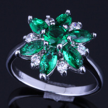 Alluring Star Green Cubic Zirconia White CZ 925 Sterling Silver Ring For Women V0137