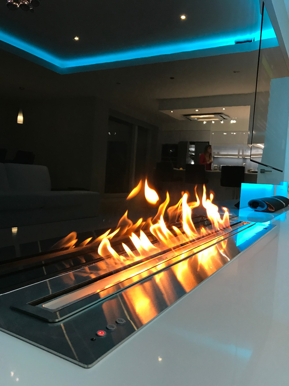 60 Inch Indoor Auto Remote Control Wifi  Smart Black Or Silver Bio Ethanol Reversible Electric Fireplace