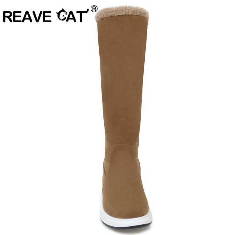 f4f66f4ab3ba REAVE CAT/Для женщин сапоги по колено женские зимние сапоги Пряжка  увеличение меху с ...
