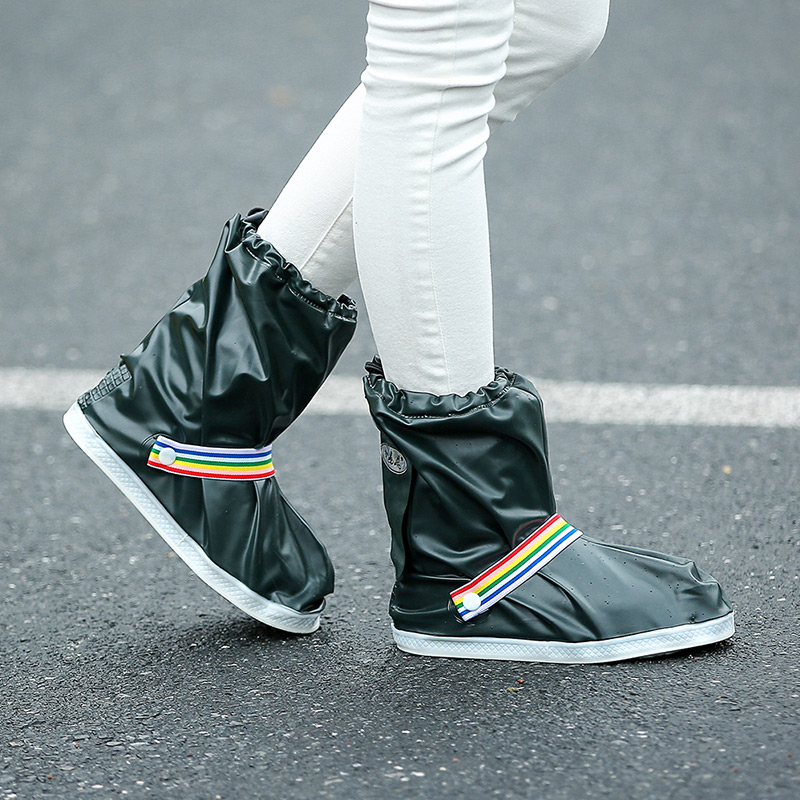 Fashionable and Waterproof Shoe Made of PVC for Women and Men Suitable for Mud Beach and Snow to Keep the Shoes Clean 2