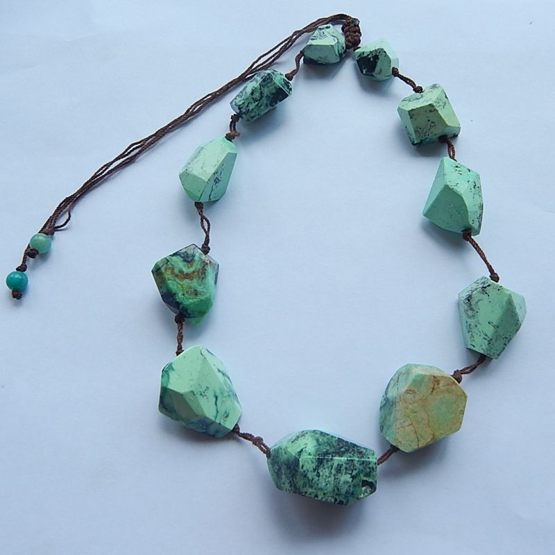 NEW Design Natural Stone Green Turquoise Gemstone necklace 1 Strand 77.1g ,the green turquoise size are 30x25x18mm 18x16x11mmNEW Design Natural Stone Green Turquoise Gemstone necklace 1 Strand 77.1g ,the green turquoise size are 30x25x18mm 18x16x11mm