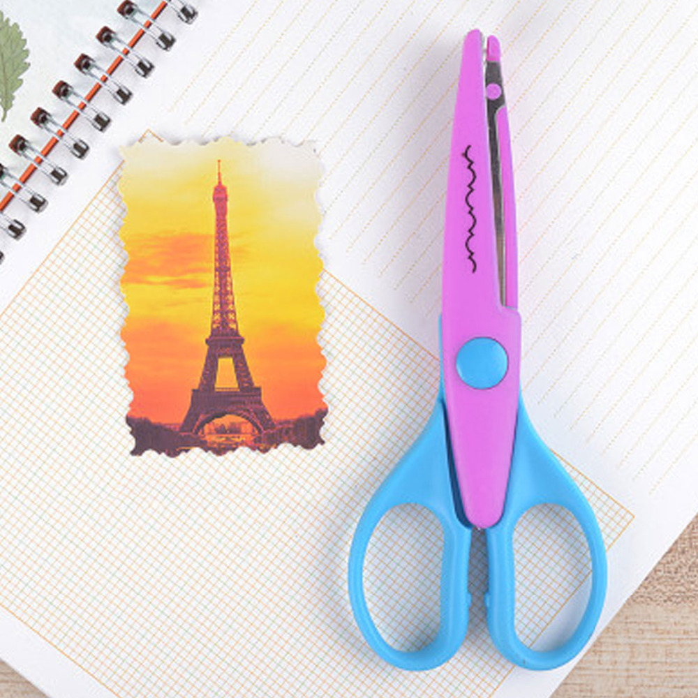 Stainless Steel Scissor Plastic Castle Lace Cutting Tool Home Crafts Wrapping Cuts 13.5x6.3cm, 1 Piece
