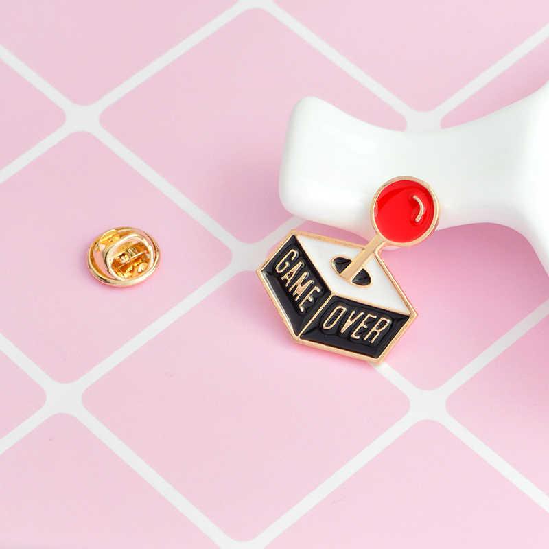Console di gioco Game over pins e spille Distintivi e Simboli pin del Risvolto giacca di Jeans in pelle cappello di accessori del sacchetto giacca regali Divertenti