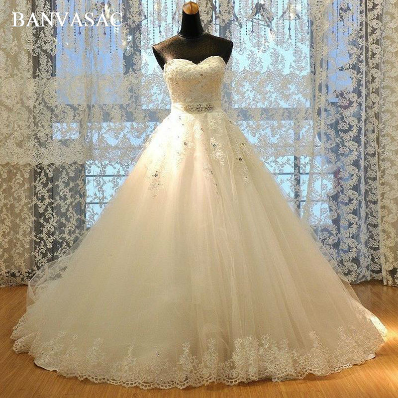 BANVASAC 2017 Nova razkošna kristalka brez naramnic Poročne obleke Vezenine brez rokavov Satenast Sweep Train Čipke Poročne kroglice
