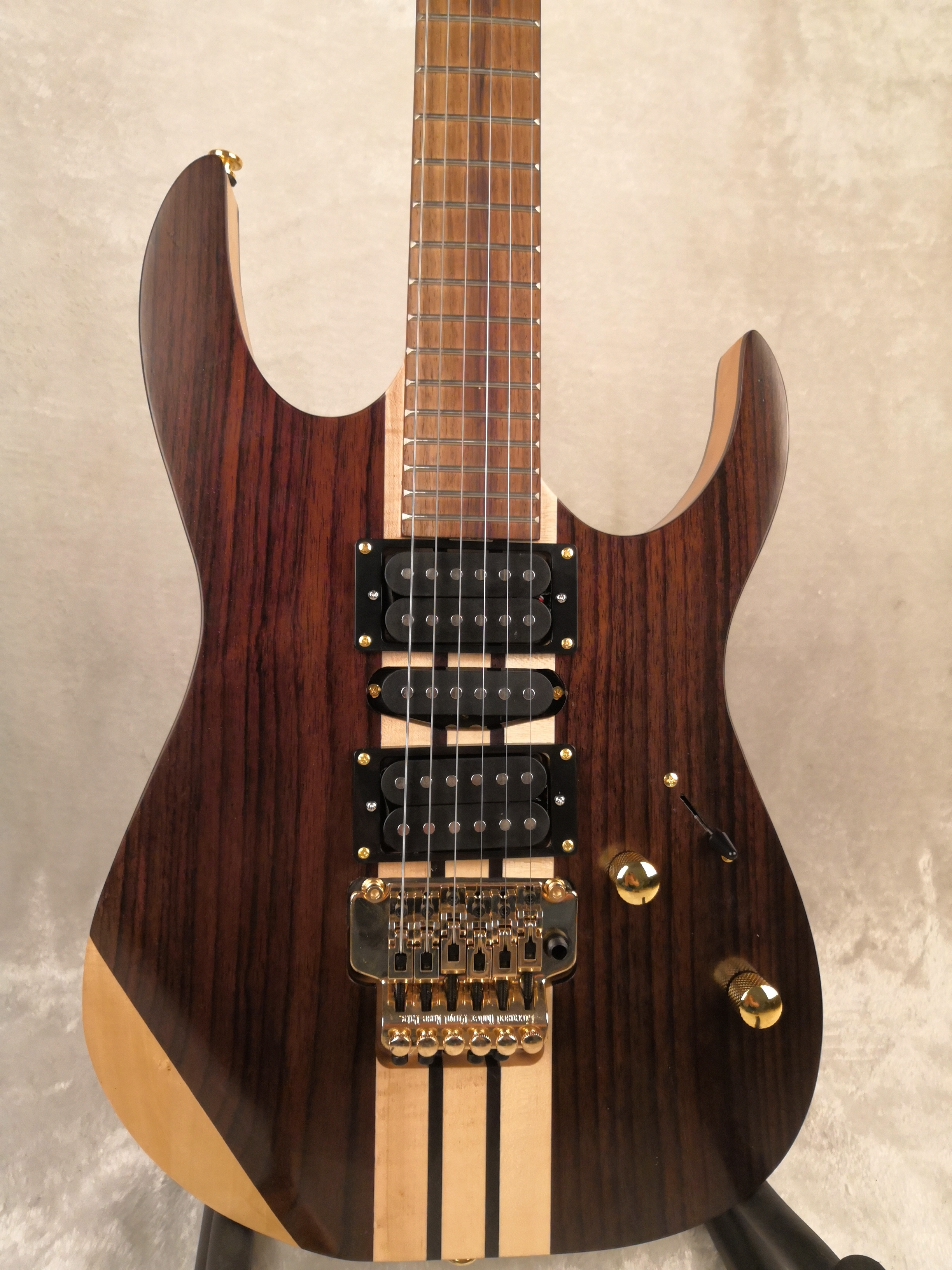 6 Strings Rosewood Body One-piece Set Neck Gold Hardware Electric Guitar Free Shipping