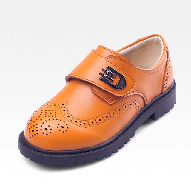 Estilo británico Muchachos de Los Niños Zapatos de Cuero Recortes Vestido de Niño de Deslizamiento En Los Zapatos Brogue Oxfords de Cuero Genuino Niños Zapatos de Los Muchachos Ocasionales