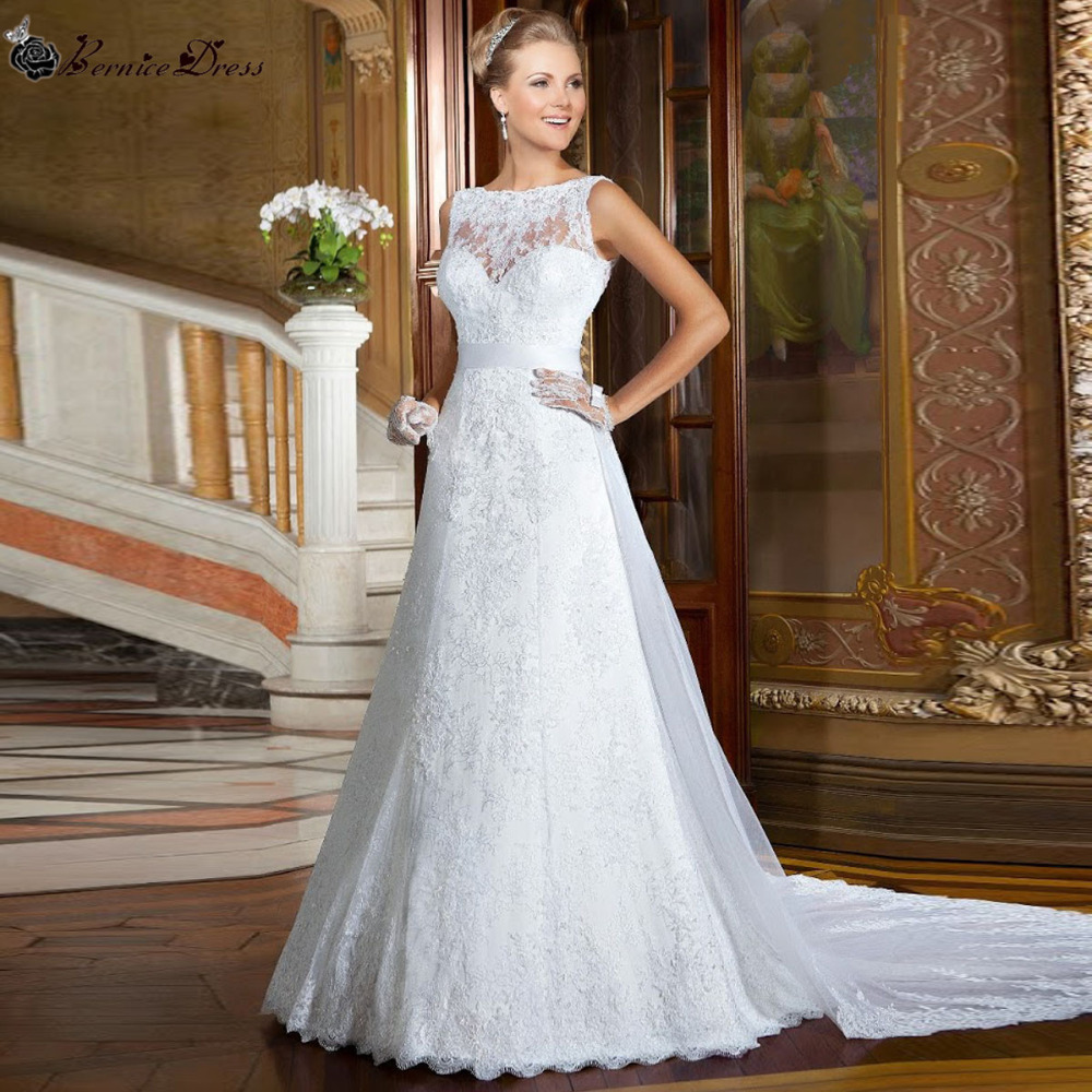 Bridal Dress With Detachable Train: Fashionable Lace Wedding Dress Vernassa Detachable Train