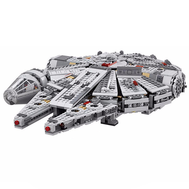 Star Wars LEGO – Millenium Falcon Spaceship