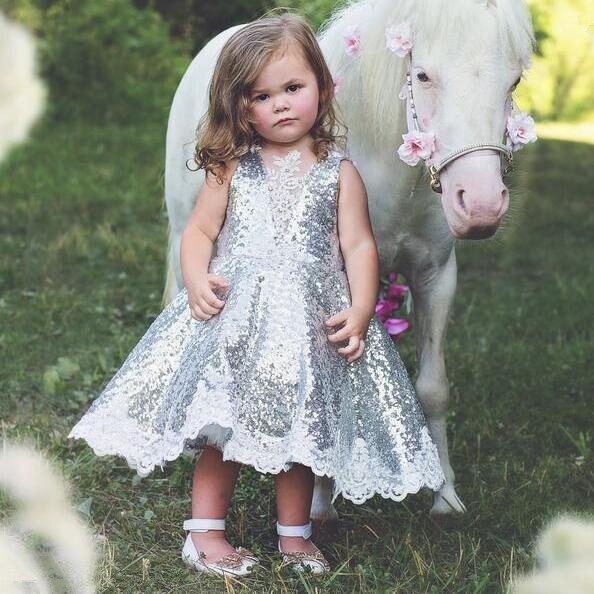 Mode v-cou princesse bling argent paillettes enfant en bas âge pageant robe de demoiselle d'honneur pour la fête d'anniversaire avec des cristaux de dentelle