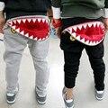 Novo 2015 tubarão outono calças do bebê meninas meninos calça casual boca dentes algodão harem pants padrão dos desenhos animados criança crianças calças