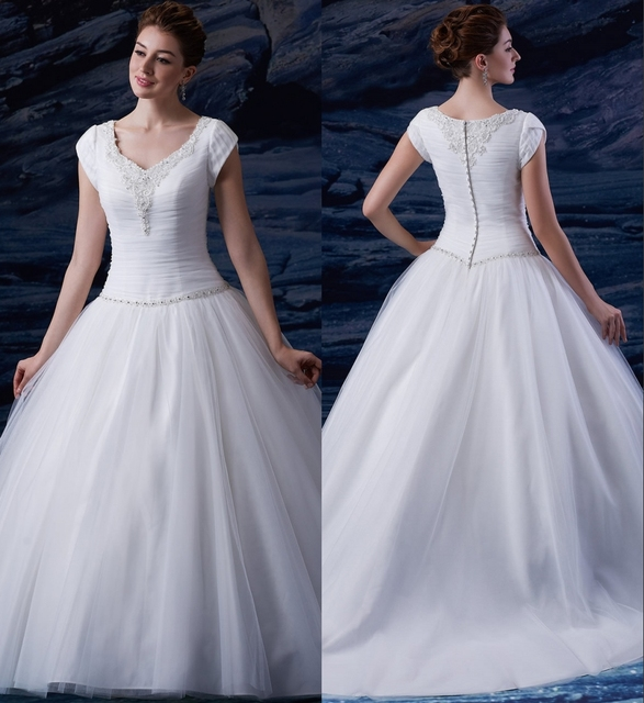 2019 Robe De Bal Longue Modeste Robes Mariee Avec Cap Manches Perlees Col En V Taille Basse Princesse Tulle Eglise Gonflees