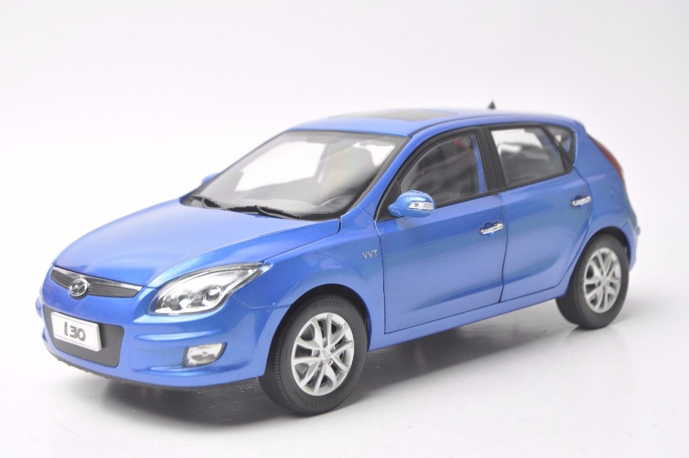 1:18 Diecast Model for Hyundai i30 Blue Hatchback Alloy Toy Car Miniature Collection Gift scale new 1 18 citroen c quatre 2012 hatchback alloy diecast model car toy gift collection with original box free shipping