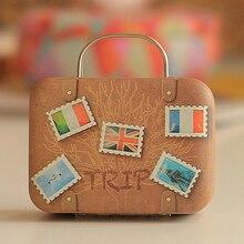 1Pc Europa Vintage maleta forma Caja de almacenaje para dulces de boda Favor caja de hojalata Cable organizador personalizado Cable contenedor casa V3626