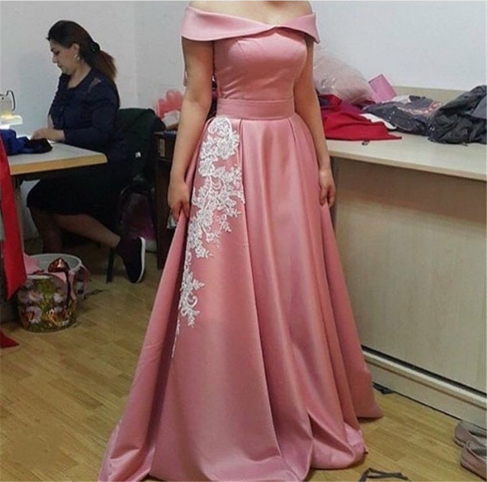 New Blush Pink Satin   Bridesmaid     Dresses   With Lace A Line Boat Neck Long Women Wedding Party   Dress   Cheap Maid Of Honor Gowns