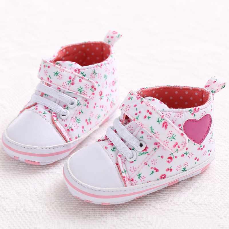 f0eb9e474 Детская обувь для девочек Chaussure новорожденных пинетки с цветочным  рисунком для малышей спортивные кроссовки для девочек