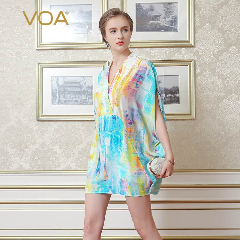 VOA 2018 Summer New Silk Chiffon V neck Short Sleeve Casual T Shirt Fashion Graffiti Plus Size Loose Print Women Tops B6983