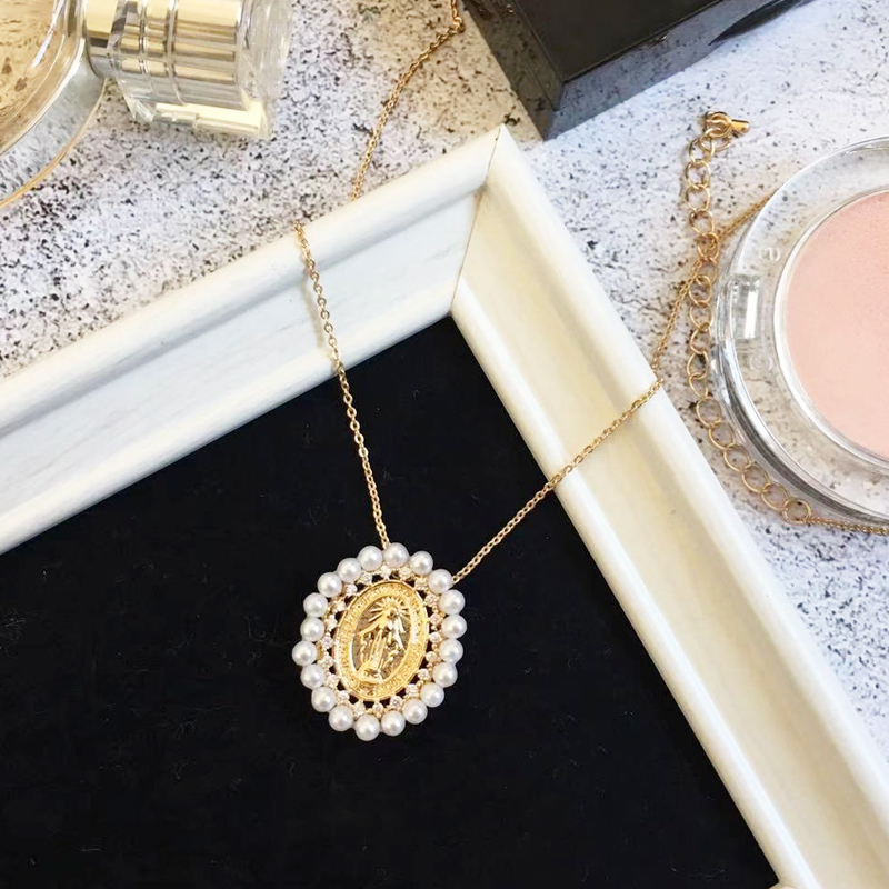 Coco&Willow faux pearl virgin mary pendant short chain necklace for women Maria disc statement necklace fashion jewelry 2019