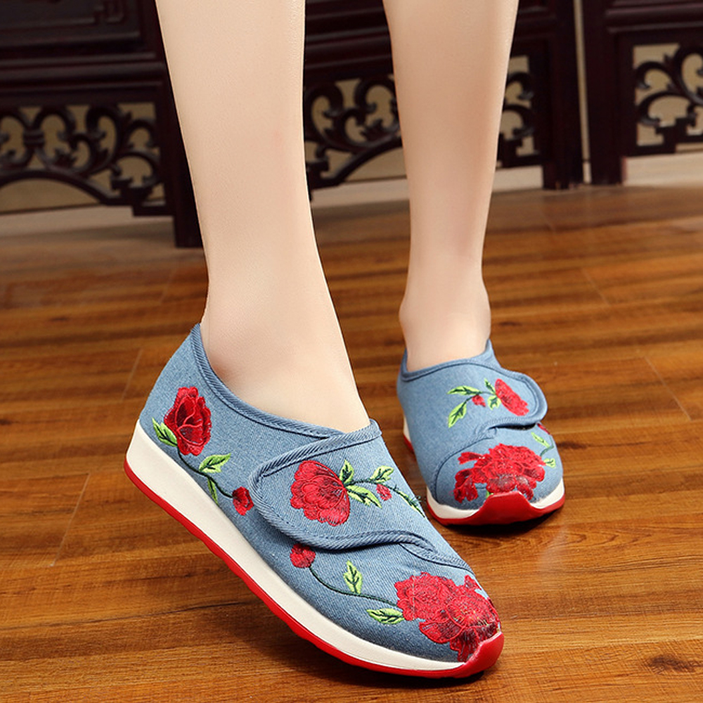 2018 Spring Old Peking Shoes Women Fower Beautiful Flat Chinese Embroidery Shoes Casual Shoes Students Comfortable Canvas Shoes стоимость