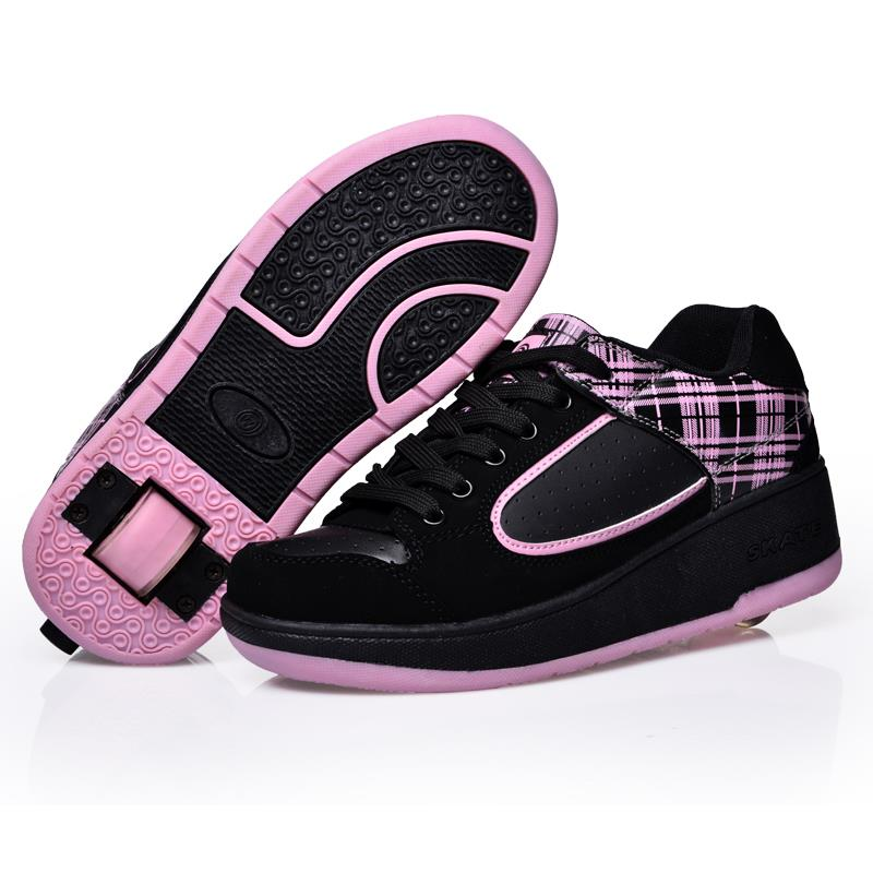ФОТО Roller Skate Shoes 2016 High Quality Safe Sapatos Kids Automatic Invisible Button Shoes With Wheels Anti Skid Roller Skate Shoes