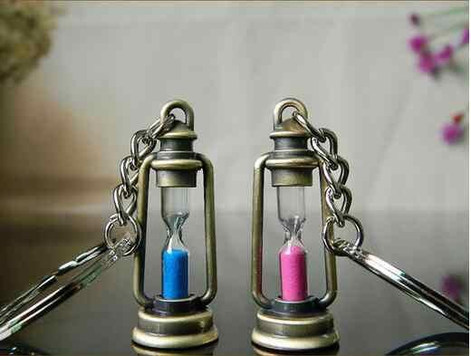 2017 bonito lâmpada forma de ampulheta chaveiro anel casal chaveiro de metal criativo bugiganga novidade melhor presente para as mulheres & homens