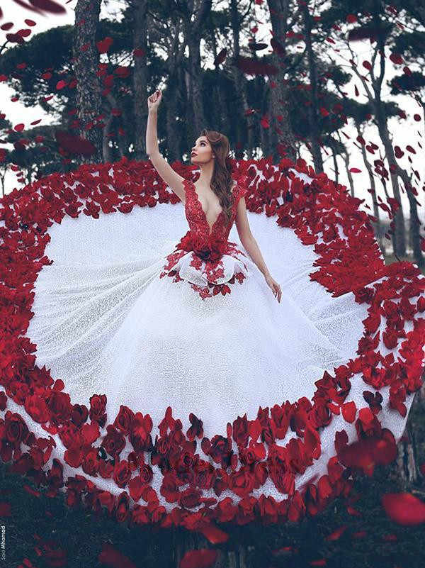 Red And White Wedding Dresses With 3d Handmade Flowers Peplum Sexy