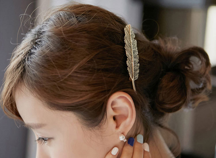 HTB1B0VjLpXXXXXQXVXXq6xXFXXXV Stylish Feather Hair Clip Statement Head Jewelry For Women in 3 Colors