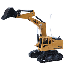 цена 1PC RC Excavator 5CH Remote Control Constructing Truck Crawler Digger Model Electronic Engineering Truck Toy