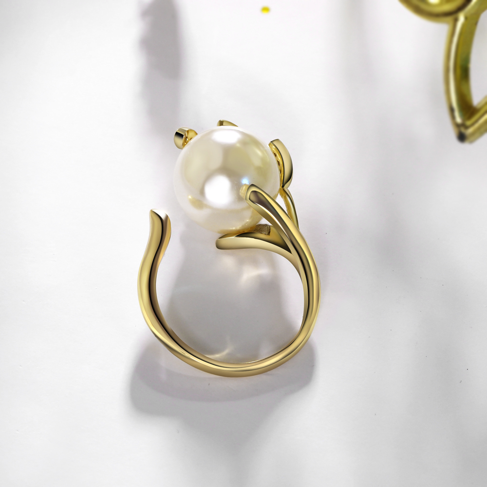 Trendy Hot Leaf Design Ring with Cream Pearl Cubic Zircon for Women