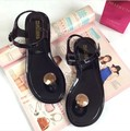 Летняя обувь женщина желе сандалии 2017 мода флип fop квартир женщин сандалии стринги черный белый девушки пляжная обувь sandalias mujer