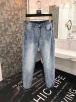 Модные Для мужчин джинсы 2019 взлетно посадочной полосы роскошь известный бренд Европейский дизайн вечерние стиль Мужская одежда WD04507