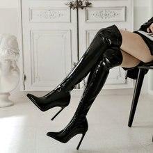 Пикантные эластичные лакированные кожаные сапоги выше колена женские сапоги до бедра на очень высоком каблуке вечерние зимние сапоги с острым носком черные красные