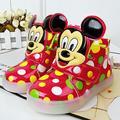 Niños sneakers solos cargadores del bebé muchachas del niño luces LED deportes moda casual mickey zapatos planos chaussure enfant led ninas