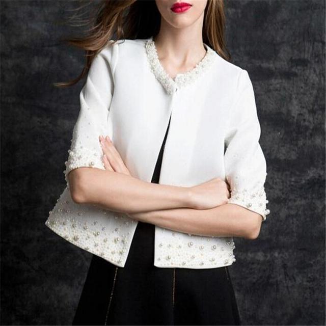 2016 Nova Moda Outono Mulheres de Moda de Luxo Pérolas Casaco Jaquetas Curtas Tops Qualidade Magro Branco Preto Meninas A052