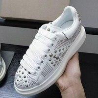 Comparar Nuevos zapatos de tacón grueso con plataforma de remache de metal plateado para mujer zapatos deportivos