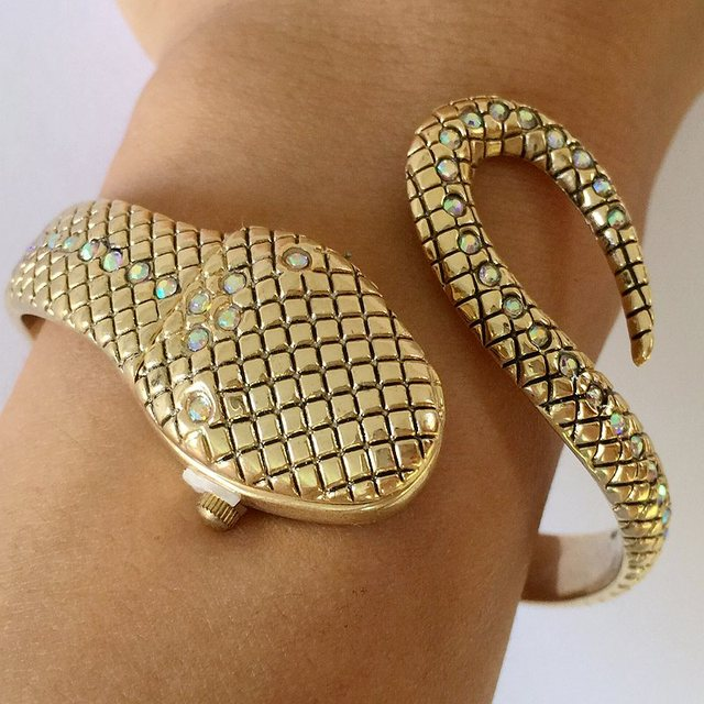 2017! New! Snake Bangle Watches Women Fashion Bracelet Watch Vogue Girls Brand Q