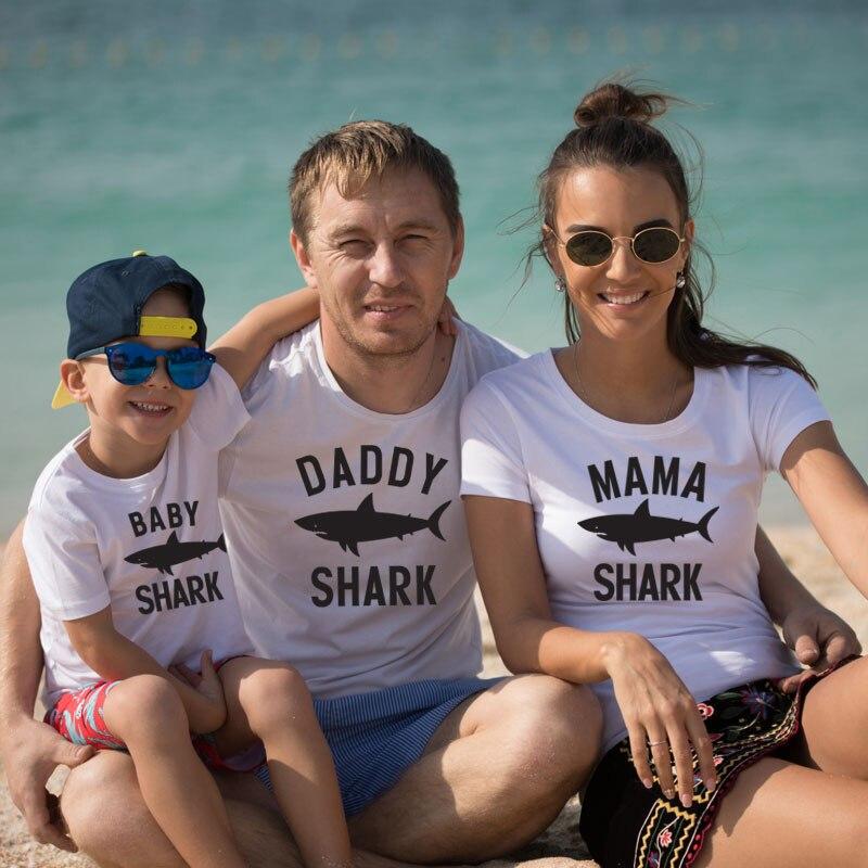 Papá mamá bebé tiburón moda super juego para la familia y me trajes de vestir papá ropa de madre hija mira mamá hijo.