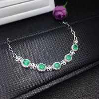 De nieuwste designer heeft led de wereldwijde sieraden trend. De natuurlijke emerald armband is 925 zilver in sfeer.