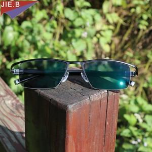 Image 4 - 새로운 디자인 Photochromic Reading Glasses 남성 하프 림 티타늄 합금 노안경 안경 diop터가있는 선글라스 변색