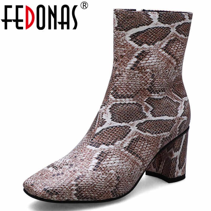 FEDONAS 2019 Yeni Moda Hayvan Baskılar Pu Deri Kadın Orta buzağı Çizmeler Fermuar Kare Ayak Kare Topuklu Chelsea Çizmeler parti ayakkabıları