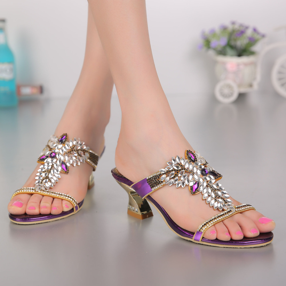 Manufacturers wholesale new summer fashion sandals, han edition flowers set auger thick with manual diamond with big yards in th qiu dong season with plush slippers female students in the summer of 2017 the new han edition joker fashion wears outside a word